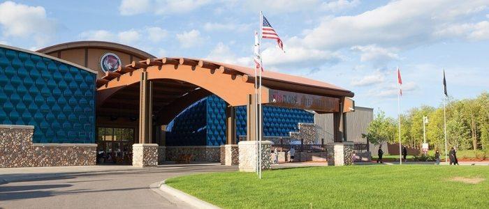 Fasilitas Danau Merah Seven Clans Casino untuk melanjutkan operasi 31 Juli