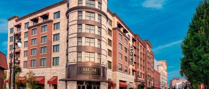 MGM Springfield membuka kembali, menegosiasikan kembali kesepakatan dengan kota