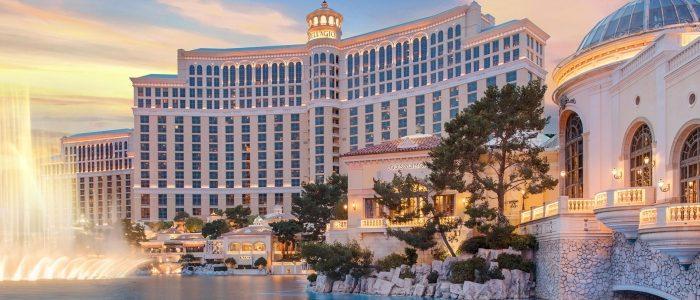 Pekerja kasino Las Vegas menjatuhkan MGM dari baju pengaman COVID-19